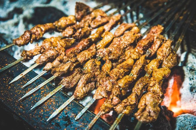 新疆のバーベキュー・ケバブラム肉串