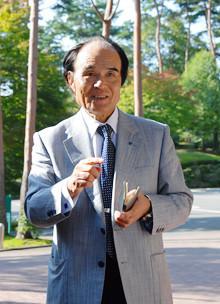 <strong>伊那食品工業会長 塚越 寛<br></strong>1937年、長野県生まれ。伊那北高校を肺結核により中退。58年伊那食品工業に入社し、83年代表取締役社長に就任。2005年から現職。著書は『いい会社をつくりましょう。』。趣味は写真で、伊那谷の四季の風景をカレンダー、ポストカードにしている。