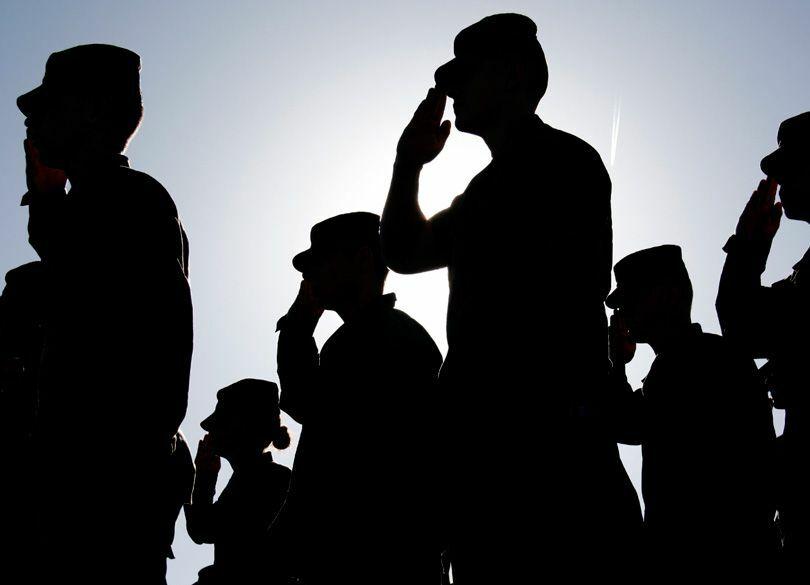 「一兵卒」という言葉に酔う男たちの限界 器の小さい昭和の奉公精神は迷惑