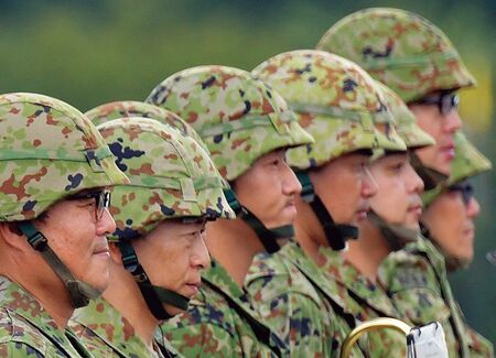 自衛隊幹部が異様な低学歴集団である理由 中学校レベルの根性論と ...