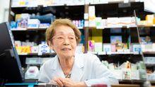 「もう生きるのがつらい」そんなお客さんに世界最高齢98歳の薬剤師がかける