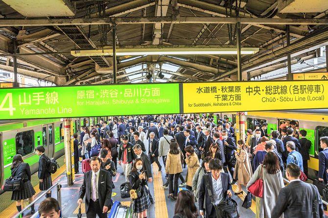 ラッシュアワーの新宿駅