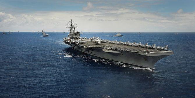アメリカ海軍の原子力空母「ロナルド・レーガン」