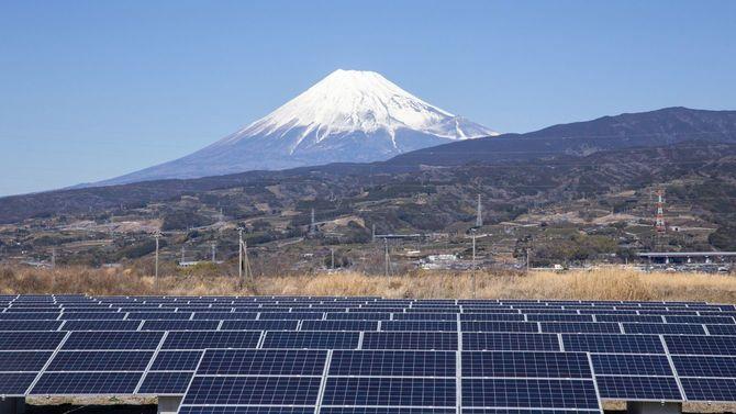 富士山とソーラーパネル