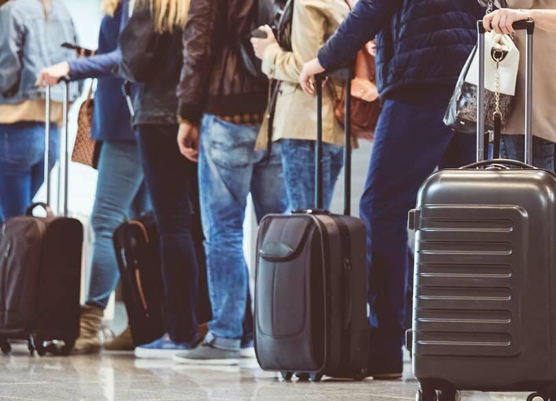 """""""荷物の多すぎるバカ""""が定刻出発を妨げる いったい何を持ち歩いているのか"""