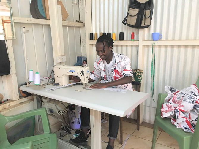 2019年4月、ラハ・ケニアの仕事を始めてすぐの頃のウィリアムさん。スラムにある職業訓練校の一角を借りていた