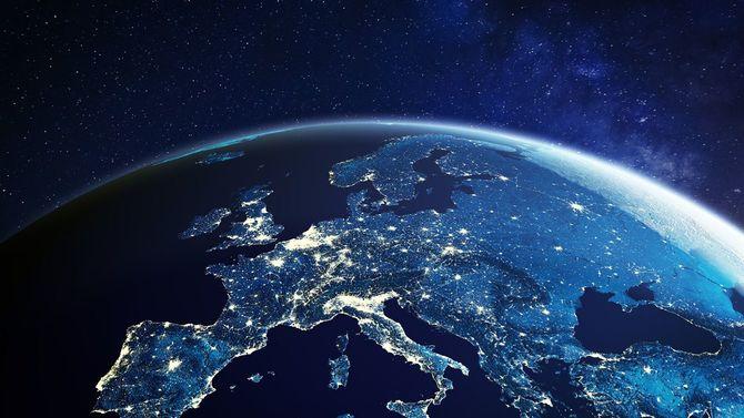 宇宙から見る、夜のヨーロッパ