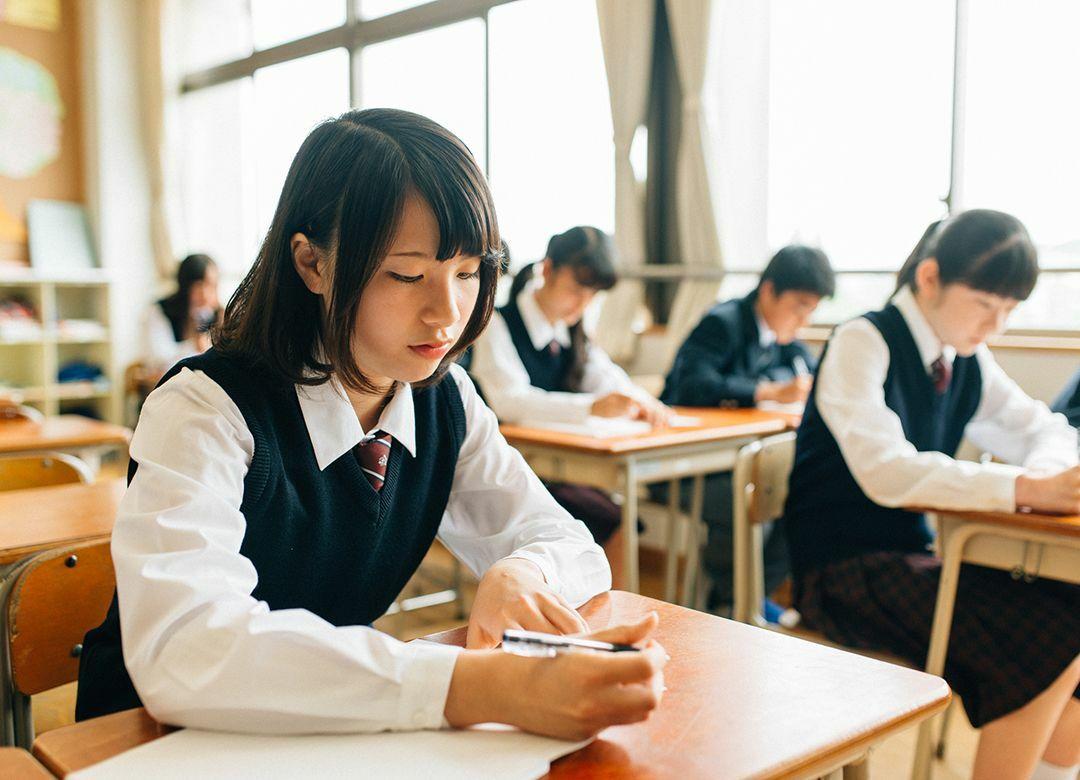 日本人の教育費感覚は海外よりケチすぎる 公費は少ないのに、私費も中途半端