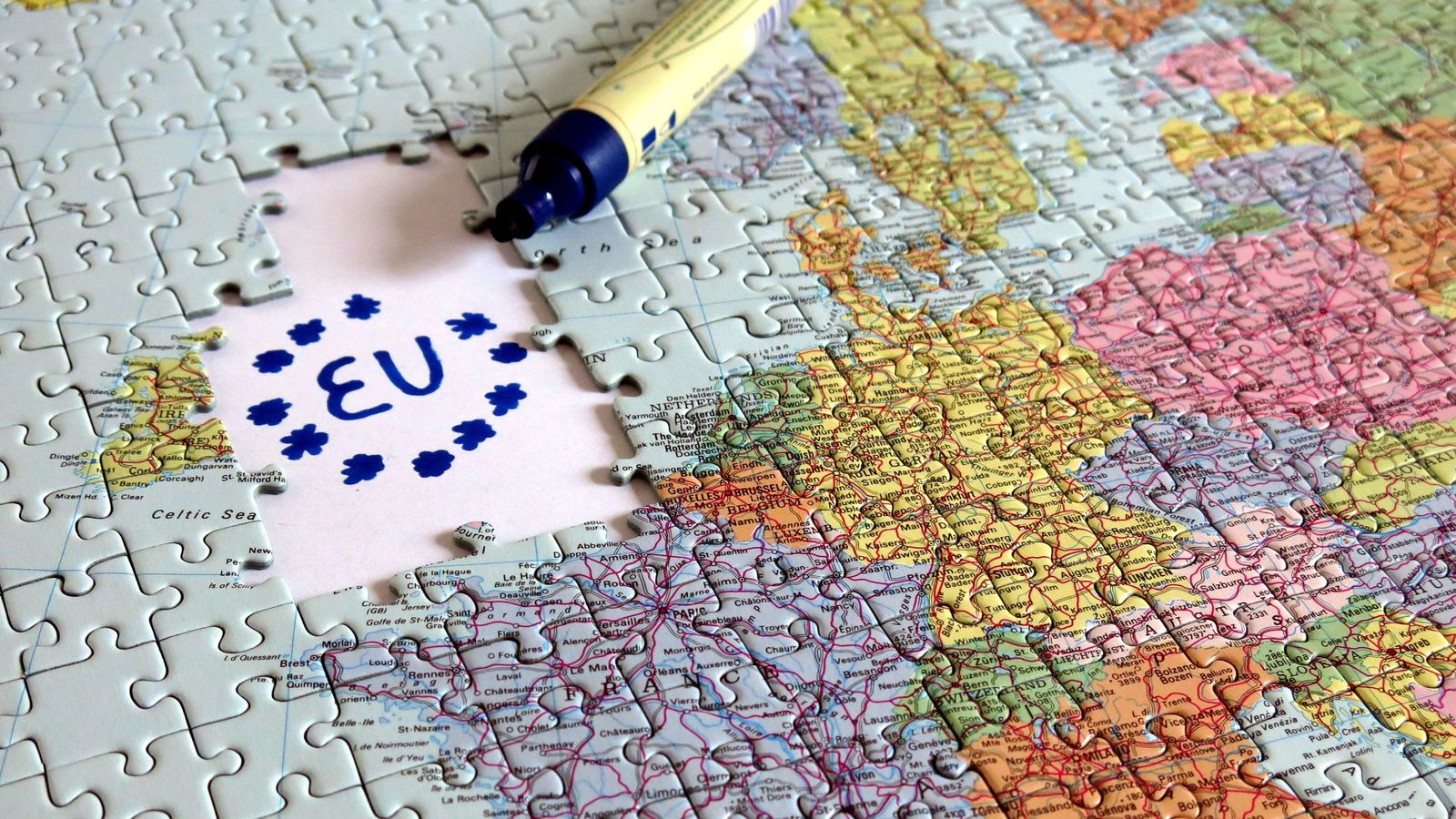 英首相「合意なきEU離脱」完遂のシナリオとは 「合意なき離脱」に踏み切る可能性