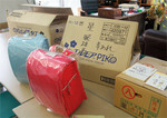 1月、徳島の児童養護施設に届けられた、文房具、お菓子、みかんの入った段ボール箱とランドセル。(PANA=写真)