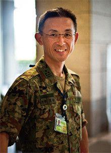 防衛省 陸上幕僚監部 <strong>笠松 誠●</strong>普段は冷静沈着な氏も、感に堪えないように話す。「今回は実にきれいな戦略的分業ができました。空港復旧を米軍が担ってくれたおかげで、陸自は人命救助に専念できた。彼らは『人命救助こそ、日本人がやるべきだ』と申し出てくれたんです」