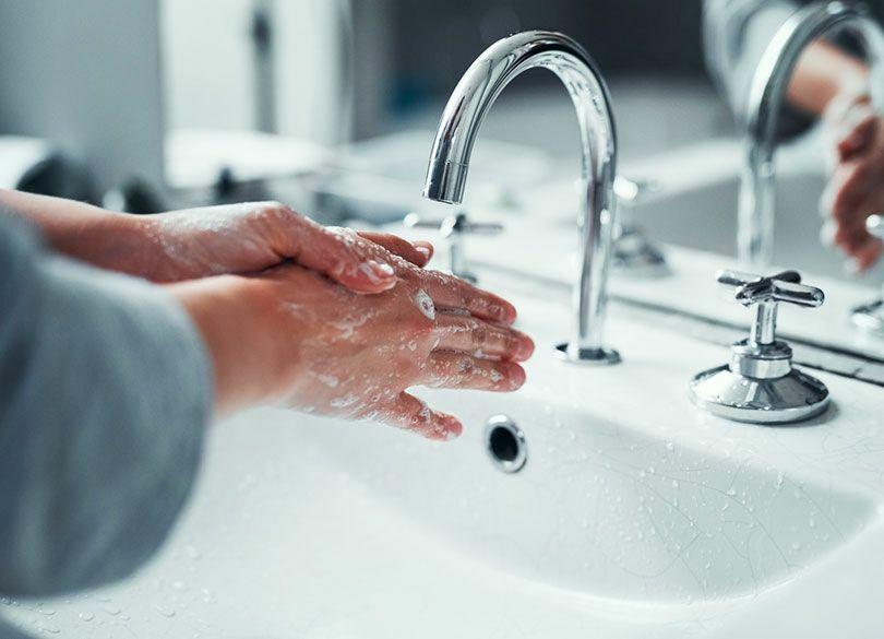 """""""手を洗いすぎる""""と風邪を引きやすくなる 「流水で10秒間」だけでいい"""