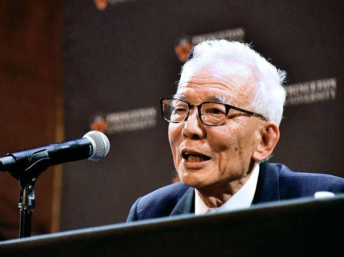 ノーベル物理学賞の受賞が決まり、プリンストン大で記者会見する真鍋淑郎上席研究員