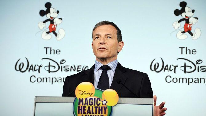 2012年6月5日、食品広告についての新基準を発表する、米ウォルト・ディズニー社会長でCEO(当時)のロバート・アイガー氏