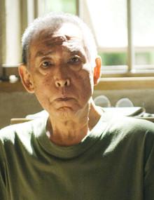 <strong>藤田まこと</strong>●1933年、東京都出身。本名は原田眞。俳優、歌手。高校入学後、俳優である父・藤間林太郎と旅回りを始める。後に歌手からコメディアンに転向。テレビ「てなもんや三度笠」で人気を得る。「必殺」シリーズや「はぐれ刑事純情派」「剣客商売」など代表作多数。87年第42回文化庁芸術祭・芸術祭賞、91年第41回芸術選奨文部大臣賞受賞。2002年紫綬褒章を受章。