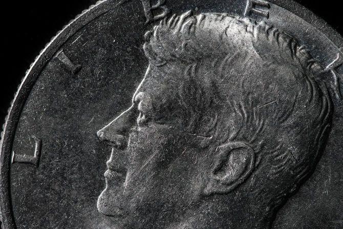 ジョン・F・ケネディがデザインされた米国の50セント硬貨