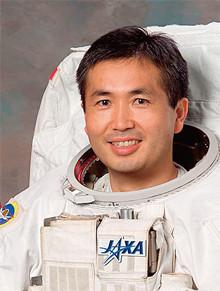 <strong>宇宙飛行士 若田光一</strong>●1963年、埼玉県生まれ。九州大学大学院工学府修了。93年、NASA(米航空宇宙局)ミッションスペシャリスト(MS)認定。宇宙飛行3度(96年、2000年、09年)。11年、ISS(国際宇宙ステーション)第39次長期滞在クルーに。