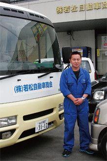 若松光浩●若松自動車商会 仙台本店店長。1964年生まれ。店舗はいまだ危険な状態のため、写真左のキャンピングカーで営業中。休日は空手で体を鍛える。