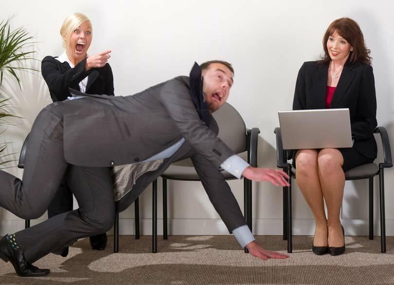 なぜ1人で転ぶと恥ずかしいと感じるのか 「恥の感じ方」は環境によって違う
