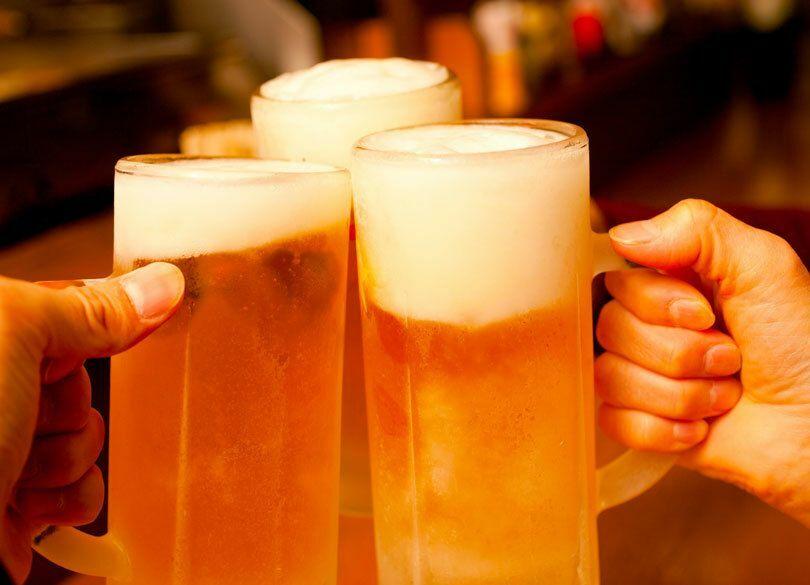 飲み会が多くて睡眠不足。断る方法は 「飲みニケーション」は日本だけ?