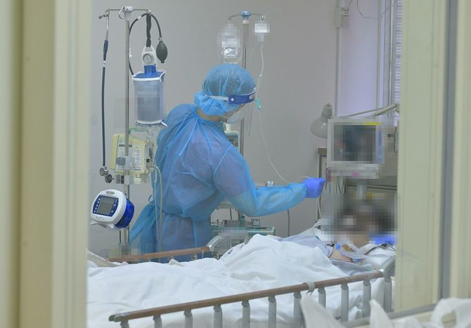 新型コロナ患者を治療する埼玉医科大学病院の医療従事者