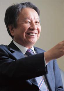 <strong>旭化成社長 藤原健嗣</strong>●1947年2月19日生まれ。69年、京都大学工学部卒、入社。98年、旭シュエーベル社長。2000年、取締役。03年、旭化成ケミカルズ社長。09年、副社長。10年、現職。