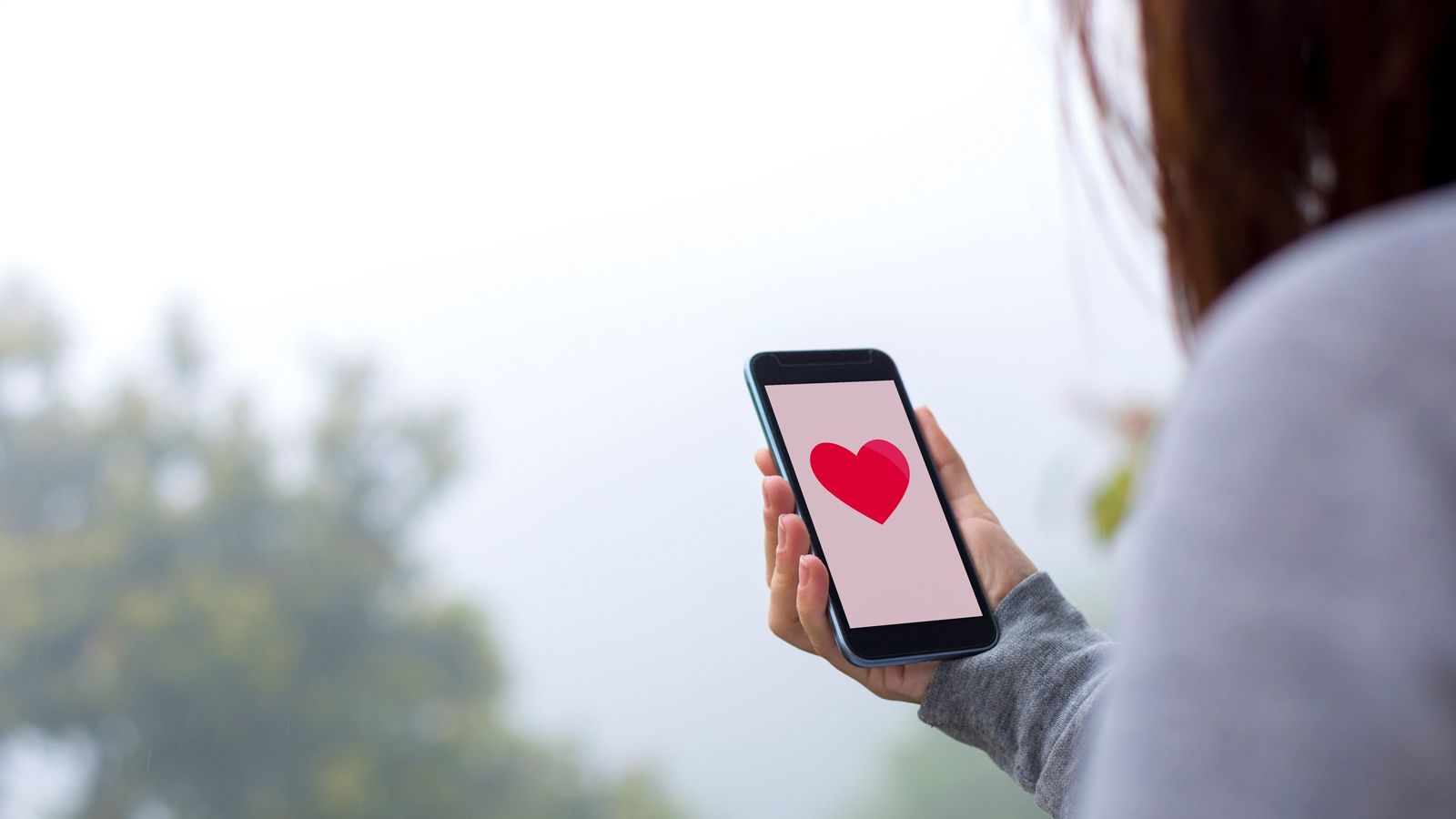 """「恋愛はスキップして、""""三平""""と結婚したい」婚活アプリが流行るワケ 急成長する「婚活市場」にひそむ本音"""