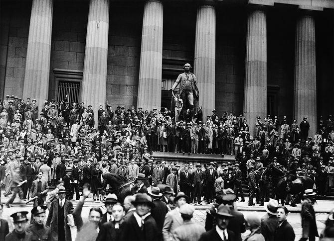 株式市場の暴落後の群衆