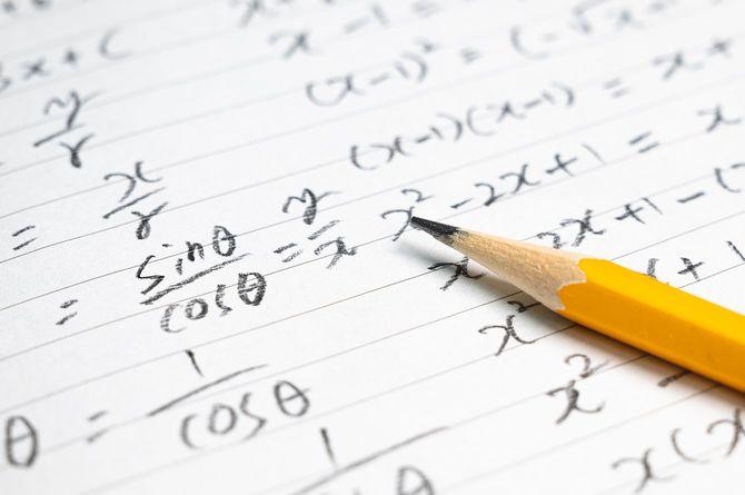 数式と鉛筆を使った教育