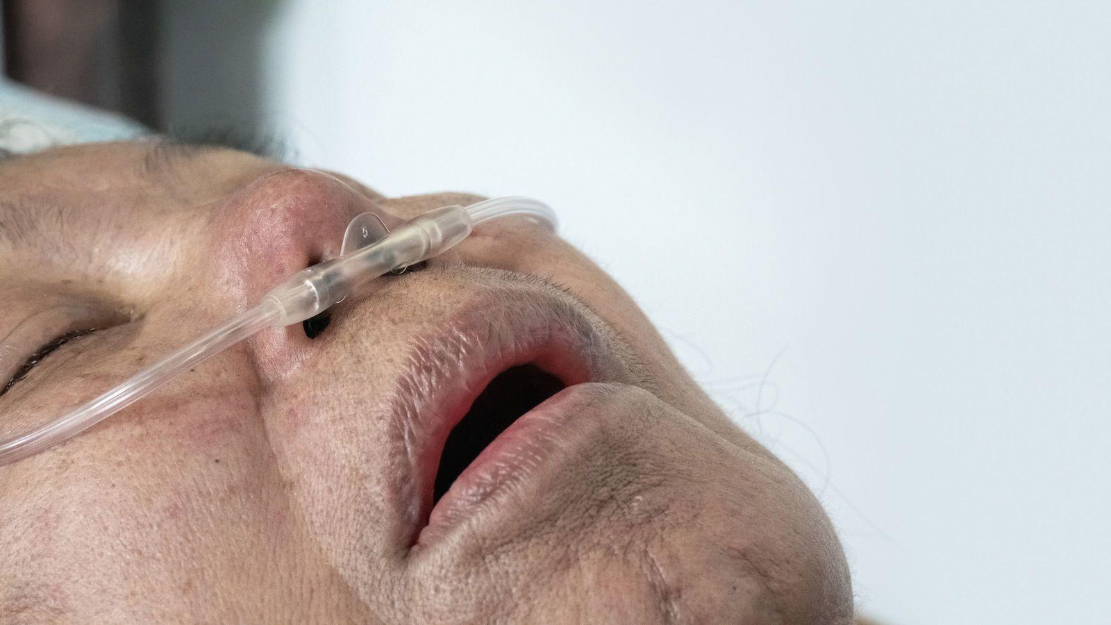 「感染者が出ないと動かない」介護現場のケアマネが厚労省に憤るワケ 老健職員の感染判明で態度が一変