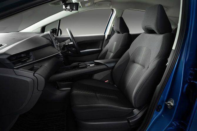 新型ノートの運転席と助手席の内装