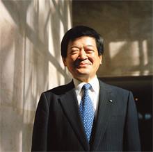 <strong>伊藤忠商事社長 小林栄三</strong><br>1949年、福井県生まれ。<br>72年大阪大学基礎工学部卒業。同年伊藤忠商事入社。<br>99年情報産業部門長兼情報産業ビジネス部長、2000年執行役員、03年常務取締役、04年4月専務取締役、同年6月から現職。IT業界に精通。<br>「三方良し」の精神で伊藤忠を世界企業にしたいという。