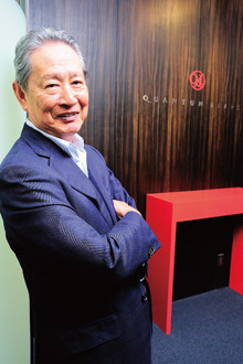 <strong>クオンタムリープ代表取締役 出井伸之</strong>●1937年、東京都生まれ。60年早稲田大学政治経済学部卒業後、ソニー入社。スイス留学、フランス駐在、オーディオ事業部長、広告宣伝本部長などを経て、95年社長、99年CEO、2000年会長兼CEOを経て05年退任。06年クオンタムリープを設立し、現職。現在、アクセンチュア、百度、フリービットの社外取締役を兼任し、ソニーアドバイザリーボード議長としても、社内外に提言活動を続ける。