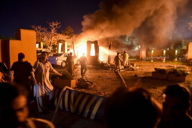 パキスタン西部クエッタの高級ホテルで発生した爆弾テロの現場。5人が死亡、10人あまりが負傷した。このホテルには在パキスタンの中国大使が宿泊していたが、爆発当時はホテルにいなかったため難を逃れた。(2021年4月21日)