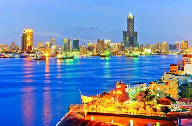台湾の夜の高雄港
