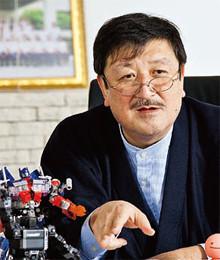 <strong>タカラトミー 代表取締役社長●富山幹太郎</strong><br>1954年、東京生まれ。82年に英国ハル大学を卒業し、トミーの前身トミー工業入社。83年取締役就任。取締役副社長を経て、86年社長就任。2006年3月、タカラとの合併により現職。
