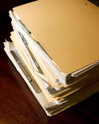 取引企業ごとにつくられる顧客情報ファイルは、融資獲得からその後の取引拡大までの情報が歴代の担当者に引きつがれる。「新規獲得ということは、その最初のページに自分が書き込めるということ。その喜びは格別なものです」と鈴木さん。