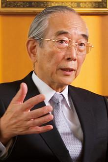 <strong>出光興産会長 天坊昭彦</strong>●1939年、東京都生まれ。64年、東大経済学部卒。91年、取締役、98年、常務取締役に就任。経理・海外・需給を担当。2000年、専務取締役。02年、創業家以外から25年ぶりに社長に就任。06年、東証1部上場。08年5月から石油連盟会長を務める。