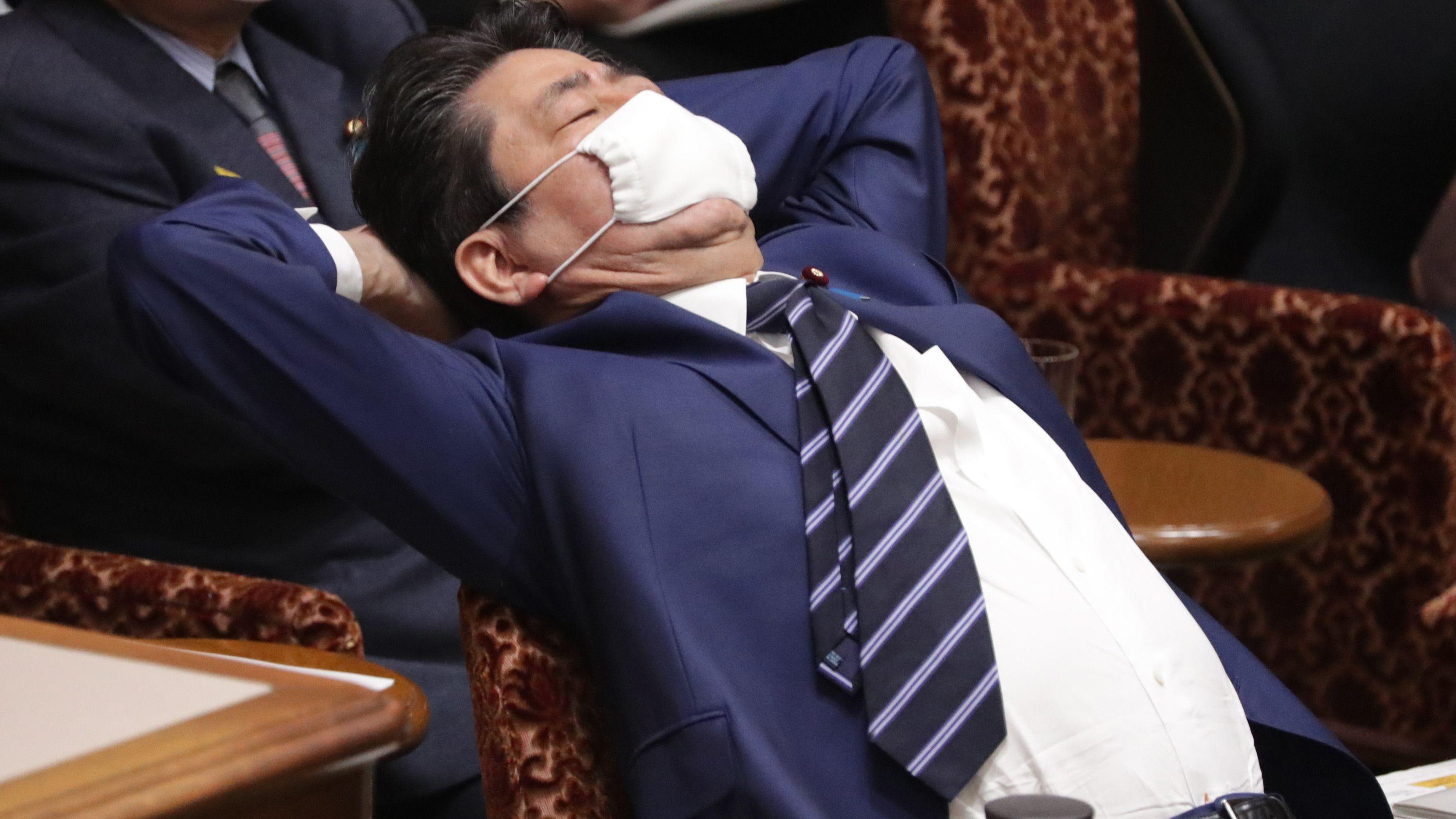 麻生太郎のマスクが変