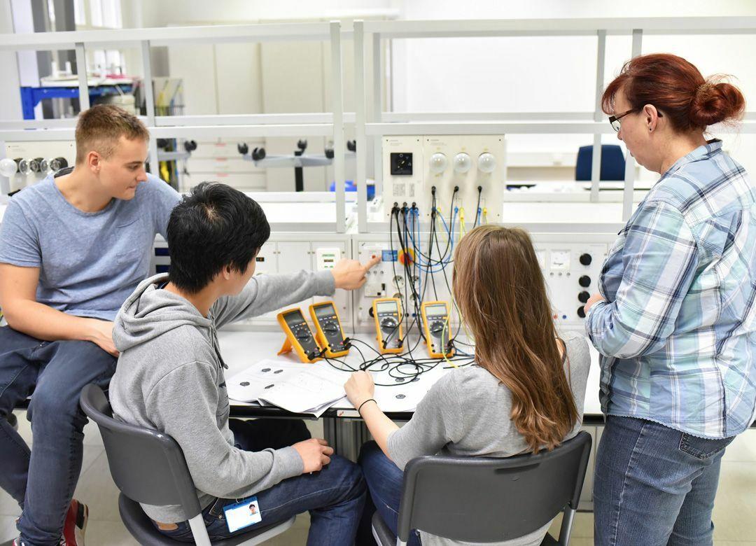 なぜドイツ人は短時間労働でも稼げるのか 新卒も職種や職務を決めてから働く