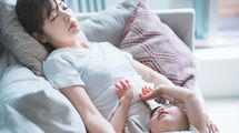 日本の社会福祉制度が「育児と介護のダブルケア」に冷たすぎる根本的な理由