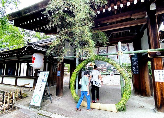 茅の輪くぐり(京都市・平野神社で)