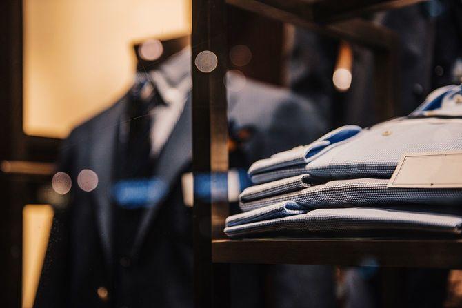 スーツとシャツ