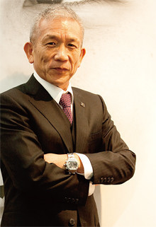 <strong>日本マクドナルドHD会長兼社長兼CEO 原田泳幸</strong>●1948年、長崎県生まれ。県立佐世保南高校卒。東海大学工学部卒業。日本NCR、横河ヒューレット・パッカードなどを経て、97年、アップルコンピュータジャパン社長就任。米本社副社長兼務。2004年3月、日本マクドナルドHD副会長兼CEO就任。05年3月より現職。