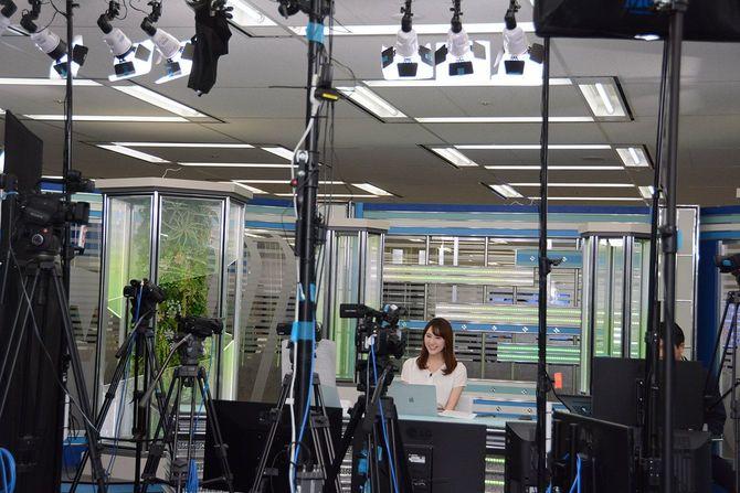 オフィス内にはスタジオもあり、YouTubeなどで全国の天気情報を発信している