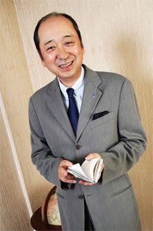 <strong>小林製薬社長 小林 豊</strong>●1945年、兵庫県生まれ。甲南大学文学部卒。創業家出身。専務、副社長を経て、兄の一雅氏より引き継ぎ、2004年より現職。「熱さまシート」「サワデー」などヒット商品を出すことで定評のある同社を率いる。