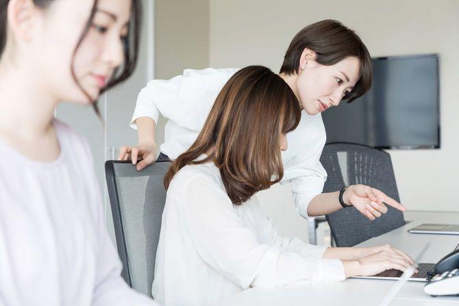 オフィスの女性のグループ