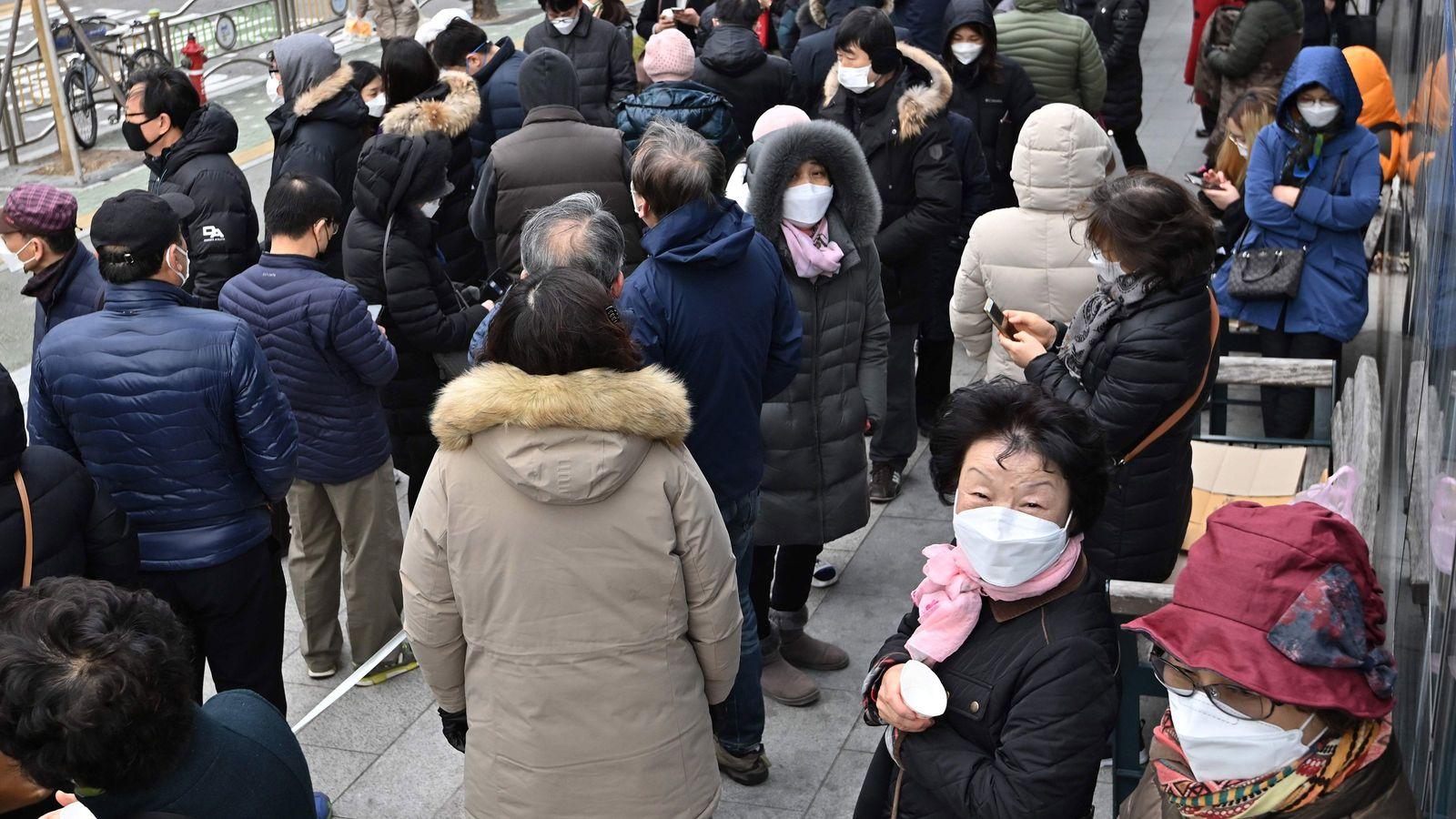 朝から並べる暇人だけがマスクを安く買えるのはおかしい このバカげた行列を終わらせる方法