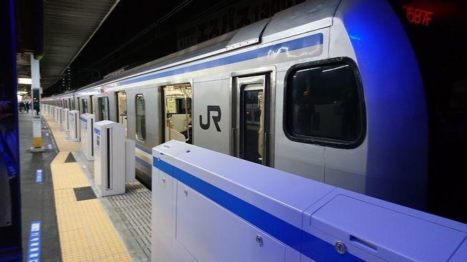 JR新小岩駅で使用が始まったホームドア