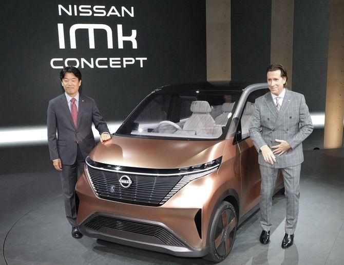 公開された日産の軽自動車サイズの電気自動車(EV)「ニッサン IMk」=2019年10月23日、東京都江東区の東京ビッグサイト